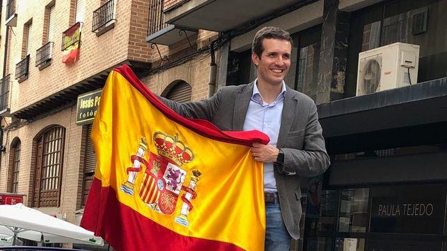 Pablo-Casado-bandera-Espana-coche_EDIIMA20180624_0265_4